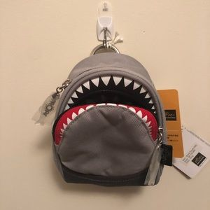 Tiny Shark bag clip on